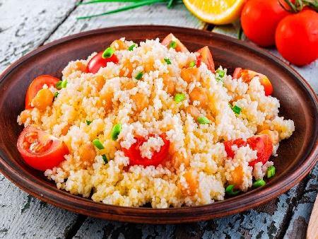 Арабска салата с кус кус, чери домати и нахут от консерва - снимка на рецептата
